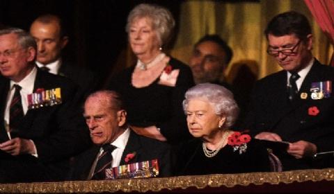 英国王室出席一战停战日纪念仪式 悼念两次世界大战阵亡将士